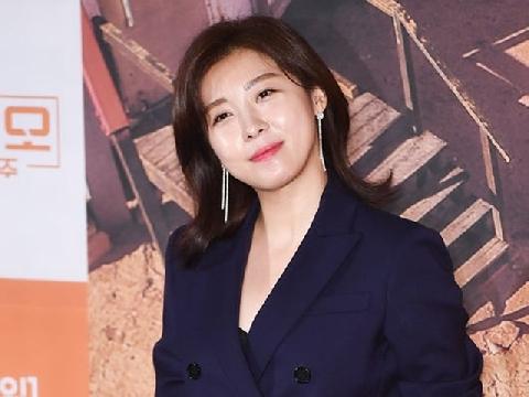 Ha Ji Won đẹp không tì vết ở tuổi 40