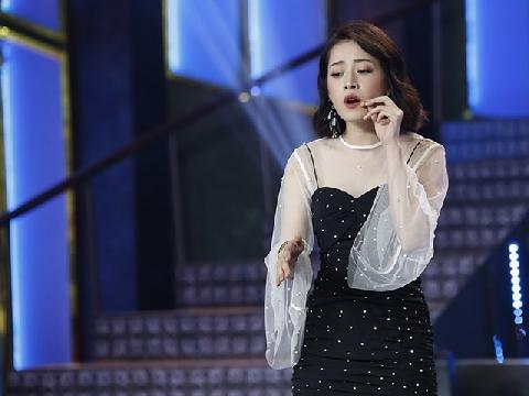 Chi Pu lạc giọng khi hát live ''Từ hôm nay'' trước mặt Lại Văn Sâm