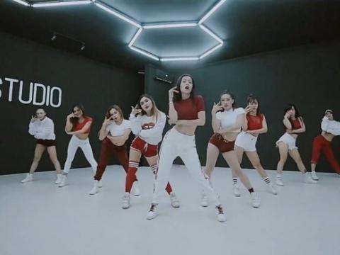 Dân mạng 'sốt xình xịch' vì clip sexy dance hơn 40 giây của Chi Pu