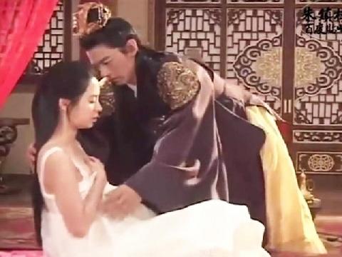Lộ clip hậu trường cảnh nóng của mỹ nhân 'Running Man' Song Ji Hyo