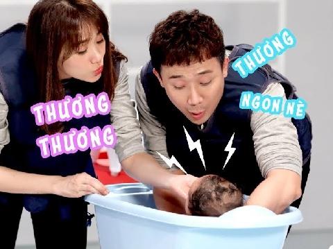 Trấn Thành, Hari Won bấn loạn khi lần đầu tiên tắm cho bé sơ sinh