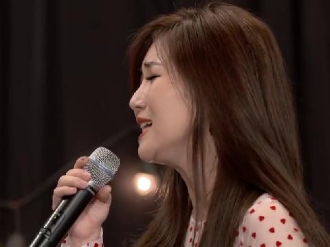 Hương Tràm cùng học trò nhí hát live ''Duyên Mình Lỡ'' siêu hay