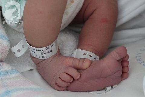 Bệnh viện đánh dấu thế nào để không trao nhầm con?