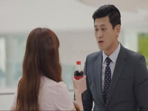 Chỉ với 1 chai Coca Cola, bạn cũng có thể học được ngay cách tỏ tình siêu đỉnh!