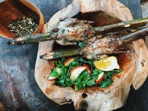 Nướng chim bồ câu thảo mộc ở Điện Biên