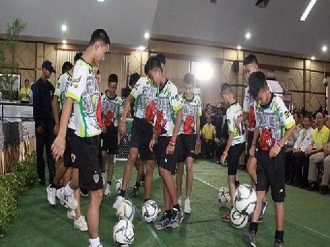 Đội bóng Thái Lan bình phục thần kỳ, chơi bóng trước họp báo