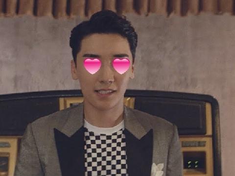 Chỉ 19 giây Seungri (Big Bang) đã ''gục ngã'' trước gái đẹp