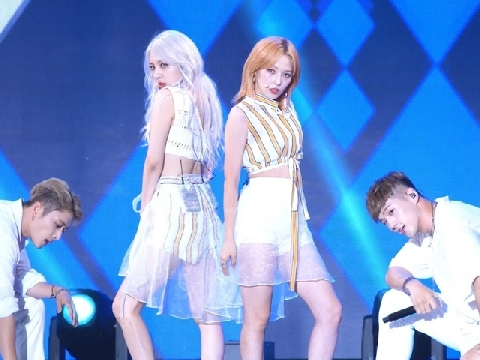[Live] Ride On The Wind - KARD
