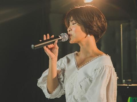 Uyên Linh phấn khích hát ''Chạy ngay đi'', thừa nhận là fan Sơn Tùng M-TP