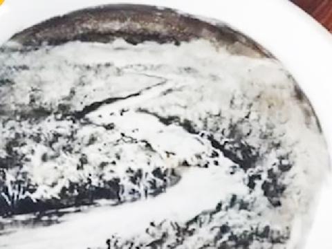 Bức tranh nghệ thuật từ nước chấm và rau