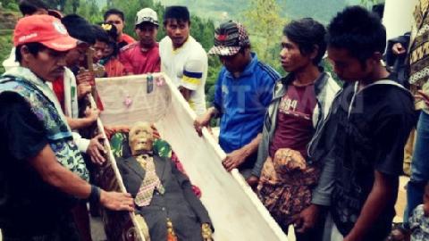 Sống chung với người chết ở Indonesia