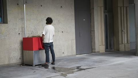 'Toilet lộ thiên' ở Pháp khiến nữ giới phẫn nộ!