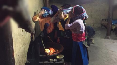 Sởn da gà với tục phơi xác của người Mông