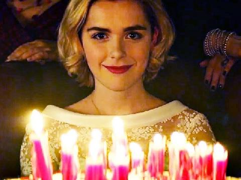 Cô phù thủy của tuổi thơ Sabrina quay trở lại với sinh nhật tuổi 16 hãi hùng