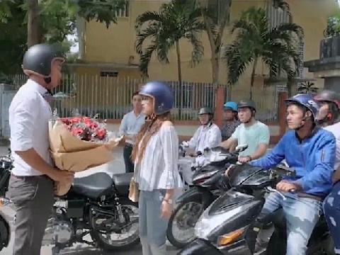 Cảnh cầu hôn gây tắc đường bị chỉ trích của 'Gạo Nếp Gạo Tẻ'