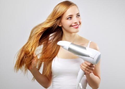 Sấy tóc không đơn giản như nàng nghĩ đâu