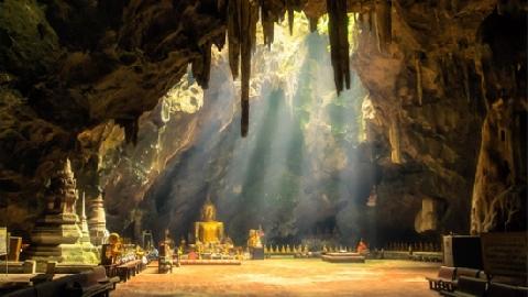Ngôi chùa có tượng dát vàng nằm dưới lòng đất ở Thái Lan