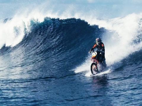 'Đạp gió rẽ sóng' bằng mô tô