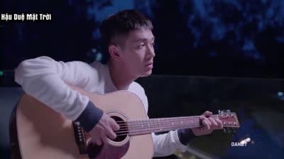Song Luân 'gây thương nhớ' với hình ảnh ôm đàn hát trong 'Hậu Duệ Mặt Trời'