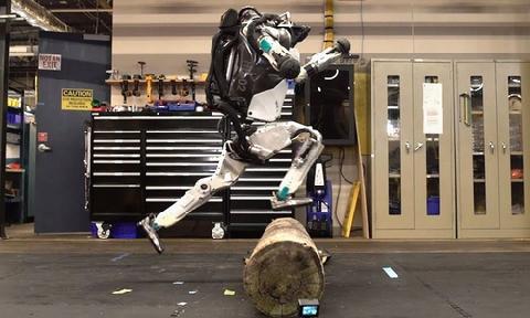 Robot nhảy qua chướng ngại vật như người