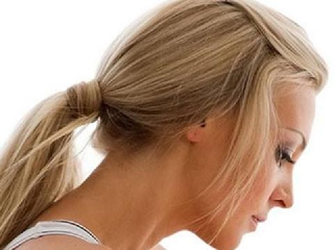 2 kiểu tóc buộc thấp điệu đà cho nàng nữ tính hẹn hò