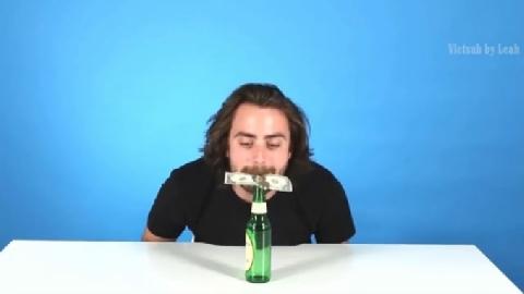 Mẹo vặt với chai bia rỗng để đố bạn bè