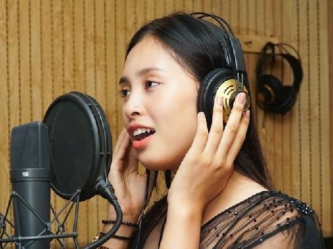 Hoa hậu Tiểu Vy cover hit 'Lạc trôi' của Sơn Tùng M-TP hay bất ngờ