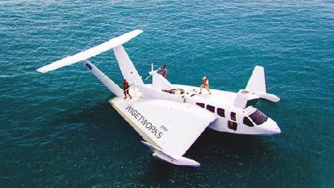 Tàu bay cất cánh và hạ cánh trên mặt nước