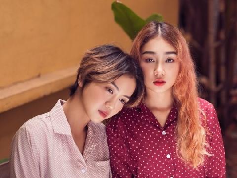 Cặp đôi đồng tính nữ của ''Anh chàng độc thân'' hé lộ chuyện tình ngọt lịm