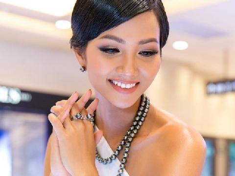 Hoa hậu H'Hen Niê: ''Không bao giờ tắm trắng để giữ màu da nâu bản sắc''