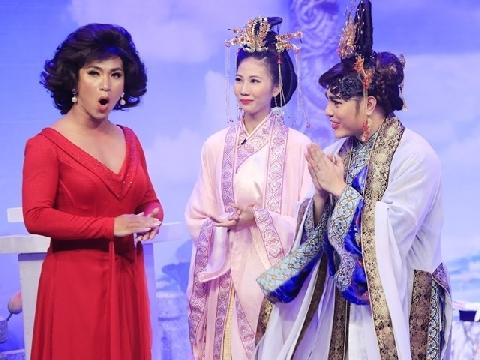 ''Cười té ghế'' xem Hoài Linh, Bảo Lâm giả gái hóa ''bà mụ'' lòe loẹt