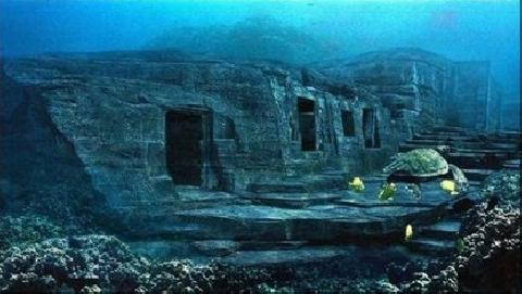Bí ẩn về ''kim tự tháp'' dưới biển Nhật Bản