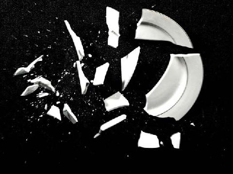 Dùng đĩa gốm đập vào đầu để làm clip slow motion
