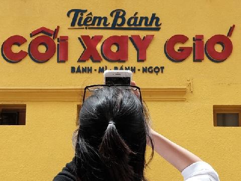Check-in bức tường ''sống ảo quốc dân'' ở Đà Lạt