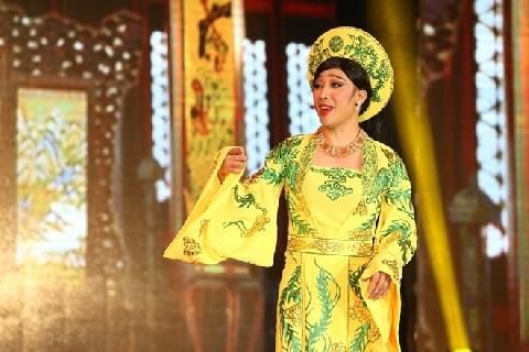 Trấn Thành và những lần giả gái duyên dáng trên sân khấu Gala Nhạc Việt