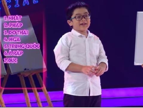 Choáng với thần đồng ngôn ngữ 8 tuổi nhớ rành rọt 10 thứ tiếng