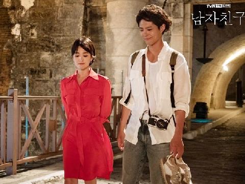 Nghe 'chị Google' tóm tắt màn gặp gỡ của Song Hye Kyo và Park Bo Gum trong 1 nốt nhạc!