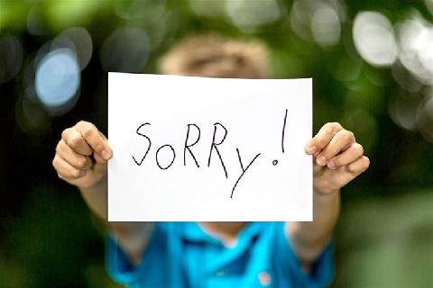 Xúc phạm thầy giáo vì con mất quần lửng, phụ huynh buộc phải xin lỗi