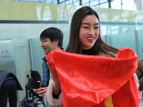 Hoa hậu Mỹ Linh bật khóc khi Việt Nam vào chung kết AFF Cup