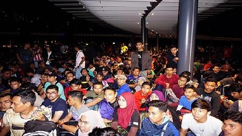 Vạn CĐV Malaysia 'trắng đêm' săn vé xem ĐT Việt Nam đá chung kết