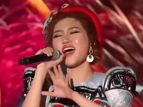 Orange mang ''Người Lạ Ơi'' đại chiến sân khấu Mama Hàn, dân tình nức nở khen