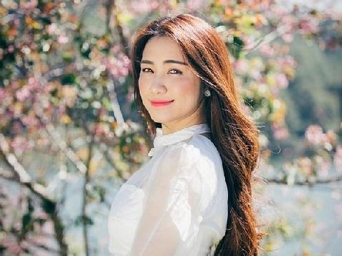 Hòa Minzy cover ''Màu nước mắt'' hay đứng tim khiến fans ngây ngất