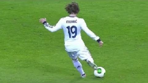 Kỹ năng chuyền bóng thiên tài của Luka Modric (P3)