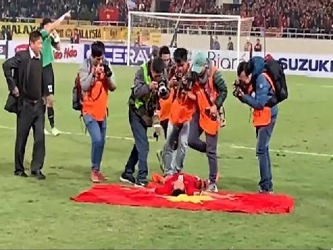 Khoảnh khắc các tuyển thủ Việt Nam ăn mừng chức vô địch