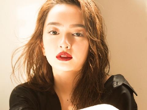 Ngây ngất ngắm vẻ đẹp 18+ của Kaity Nguyễn