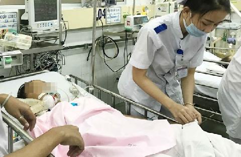 15 học sinh nhập viện nghi do uống trà sữa