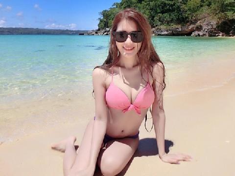 Thân hình nóng bỏng mắt của hot girl Malaysia