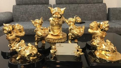 Bộ tượng heo mạ vàng hàng chục triệu đồng dịp Tết Kỷ Hợi