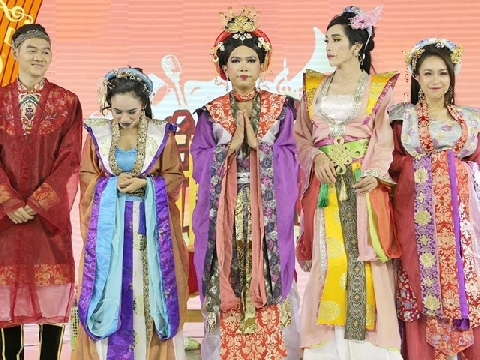 ''Hoàng Thái hậu'' Minh Dự phủ đầu dàn gái đẹp hậu cung cười té ghế