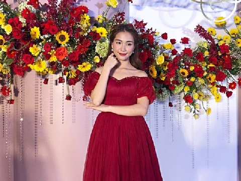Hòa Minzy ''lộng ngôn'' trong đám cưới Hạ Trâm, dân tình thở dài vì quá drama